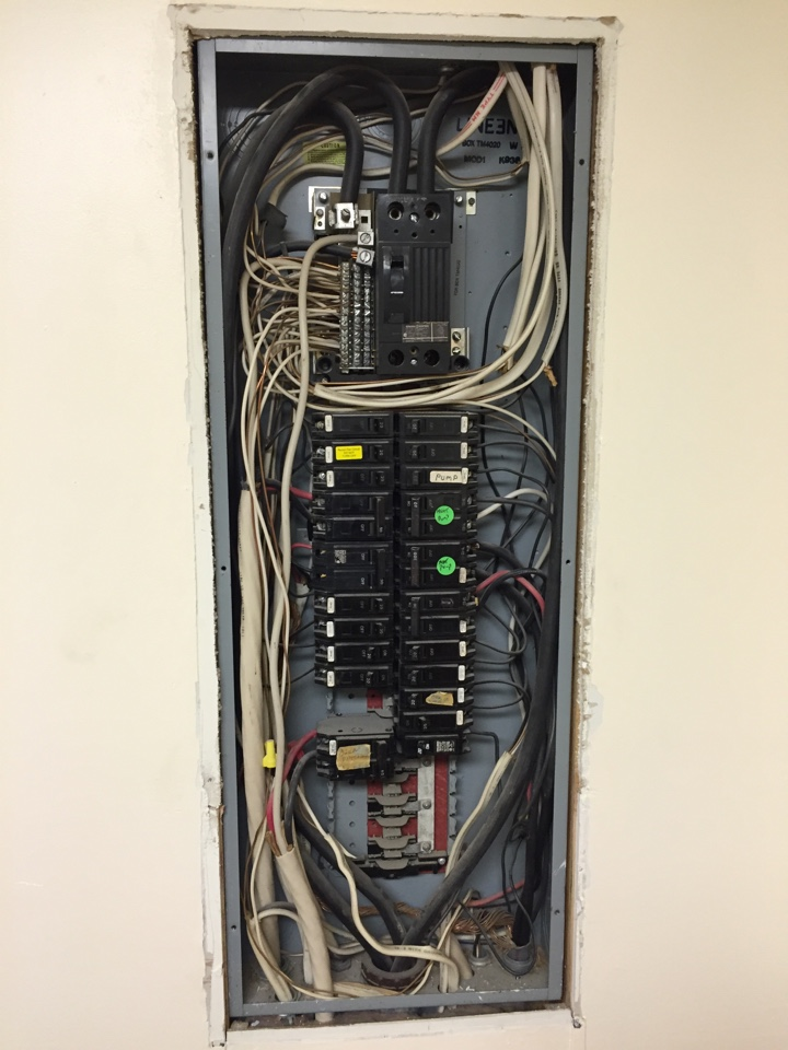 Energy, IL - Electrician needed to replace an older GE 200 amp electrical panel.