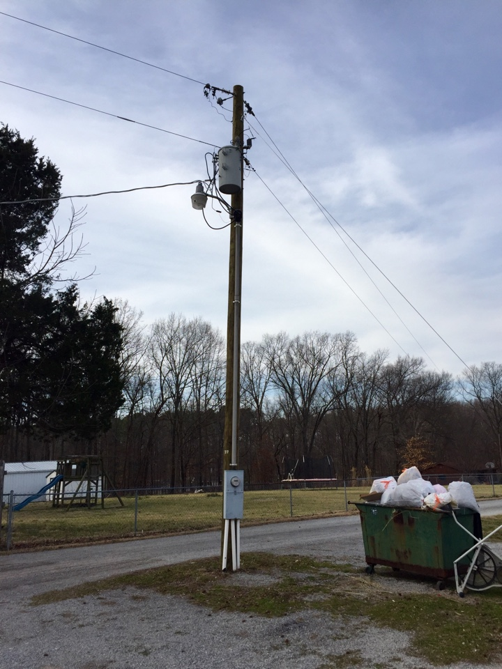 Buncombe, IL - Electrician needed to upgrade service to 320 amps