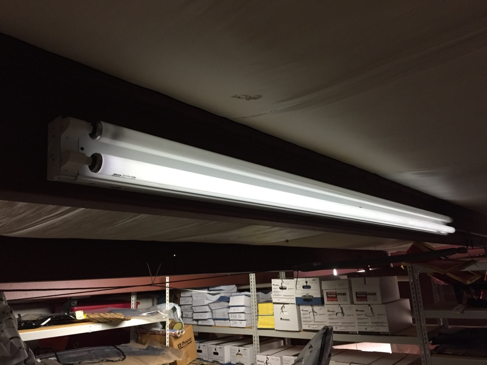 Energy, IL - Electrician needed to replace ballast and light bulbs on fluorescent light fixture.