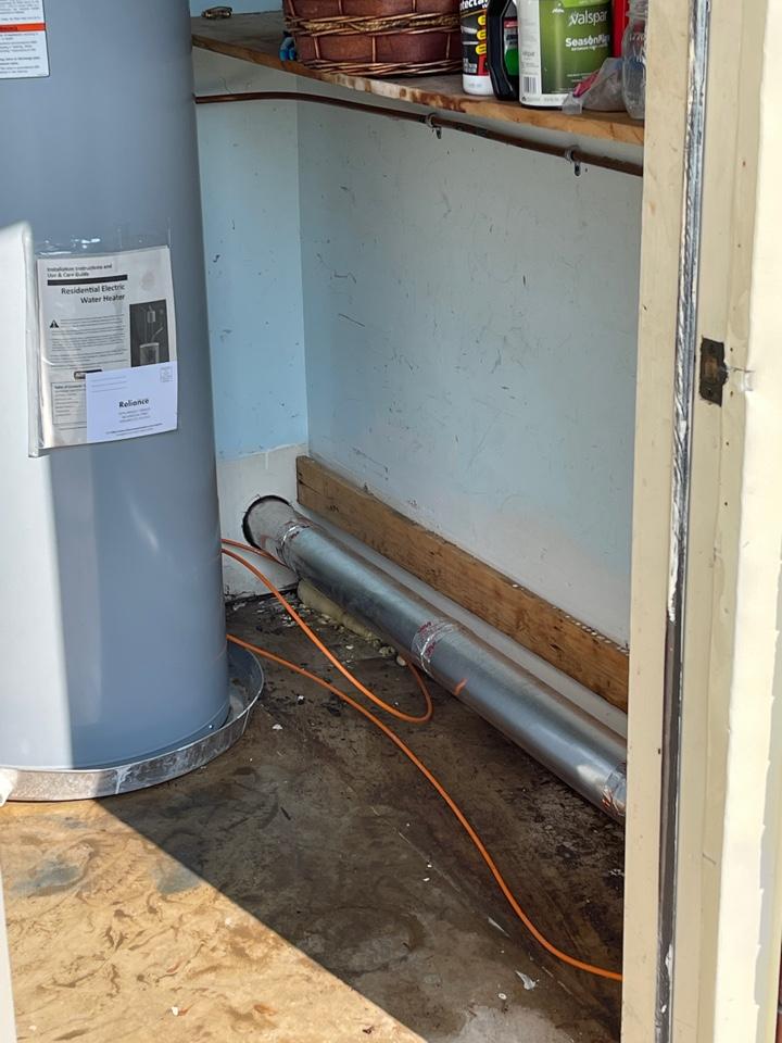 Guntersville, AL - Water heater leak