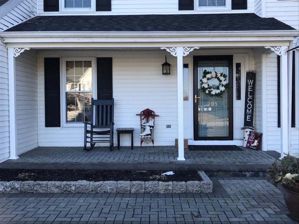Bear, DE - Installing new post on front porch