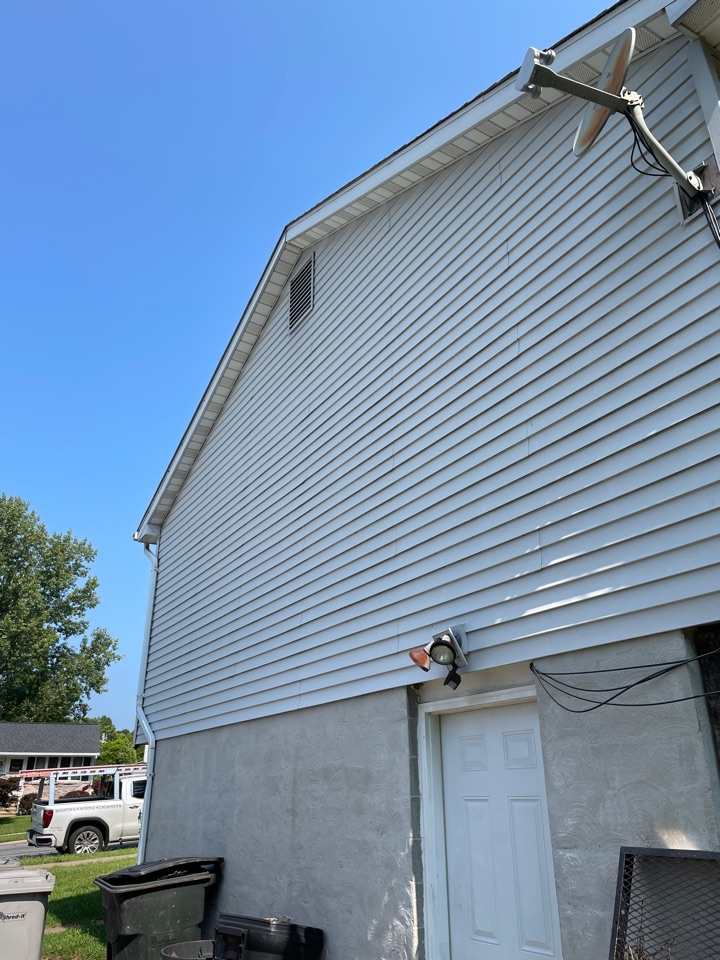 Elkton, MD - Free estimate replace vinyl sidinf and gutters and spouts