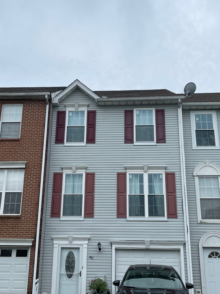 Elkton, MD - Free estimate roof repair, gutter replacement and siding replacement with shutters