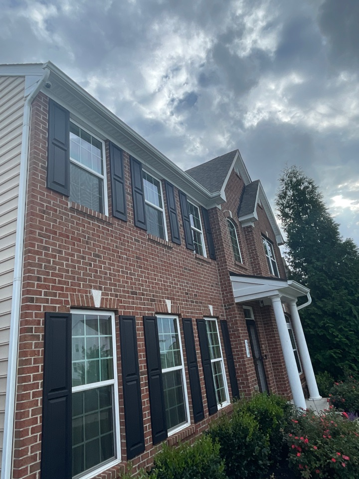 Middletown, DE - Free estimate replace shutters, replace windows install slocomb, and roof repair