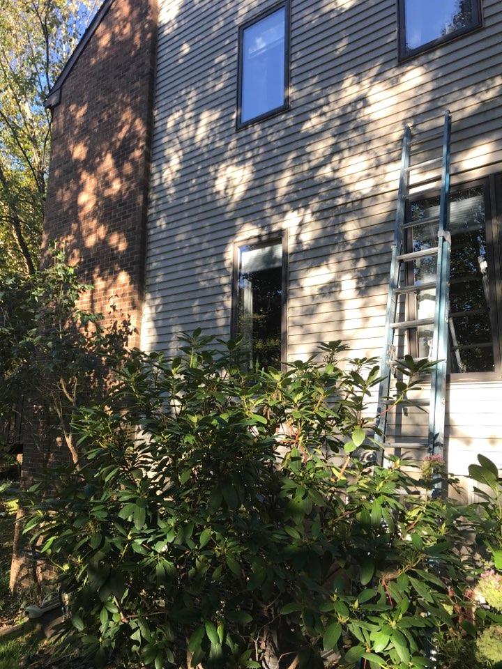 Wilmington, DE - Reflecting top of windows