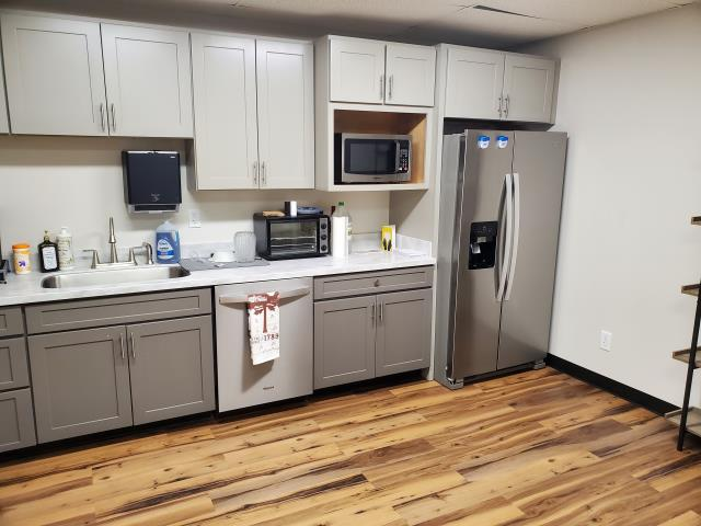 Commercial building kitchenette were we cleaned countertops, polished stainless steel appliances, empty trash, clean floors and washed dishes. #tcecommercialcleaning #truecleanexperience #topcommercialcleaningservice #dayporterservices #janitorialcleaningservice