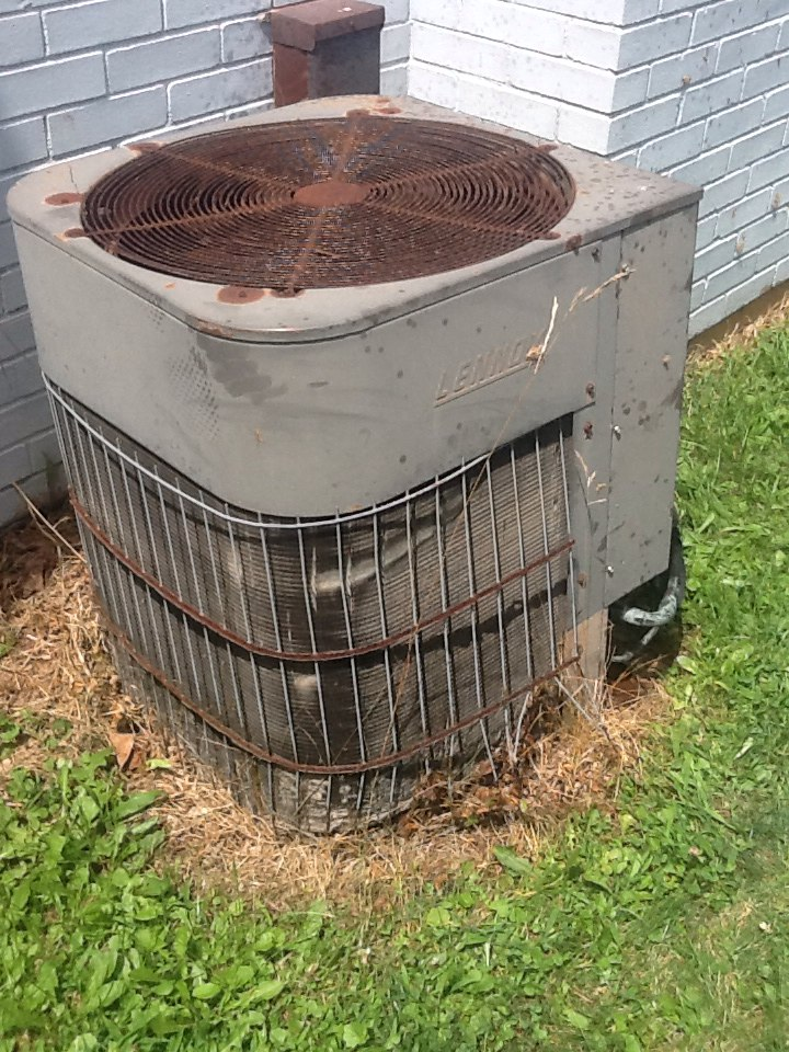Aliquippa, PA - Flat rate no cooling call on a Lennox air conditioner.