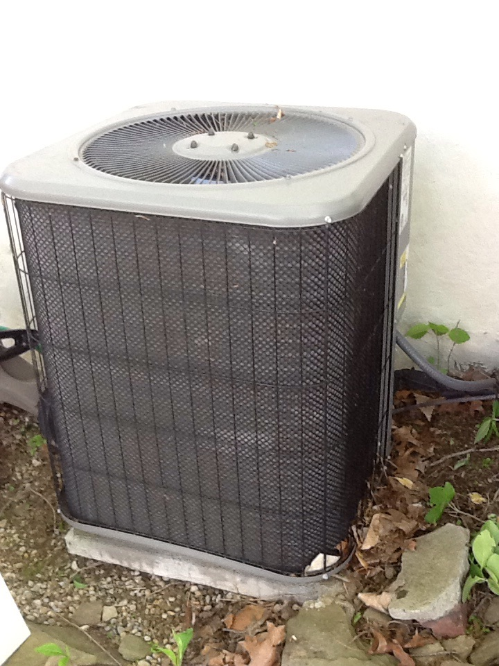 Aliquippa, PA - Plus agreement cooling check up on a Lennox air conditioner.