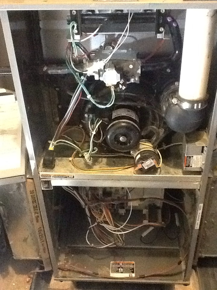 Presto, PA - Complete precision tune up of a high efficiency Tempstar furnace.