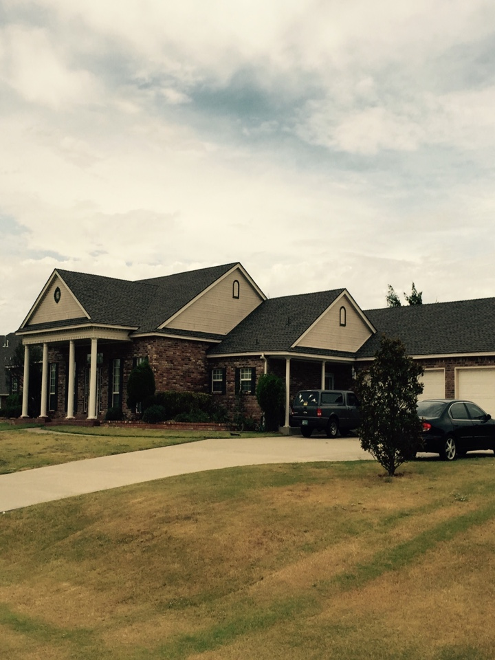Mustang, OK - Installed a new roof with solid sheathing to meet city code and manufacture specifications in Mustang, Ok. This is a beautiful home!