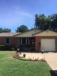 Norman, OK - These satisfied customers chose a wheat and cypress color siding to add to their curb appeal in Norman, OK.