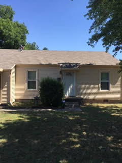Warr Acres, OK - This saddle color siding looks great on this home in Warr Acres, Ok.
