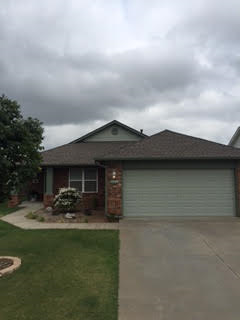 Norman, OK - This customer in Norman, OK chose a GAF Timberline HD shingle in the weathered wood color to put on her roof and it looks great!