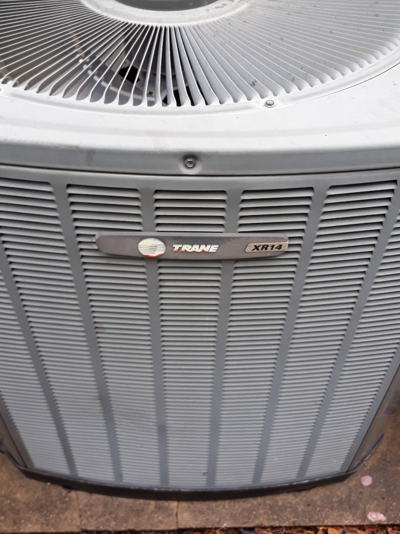 Bedford, TX - Tune up on a Trane.