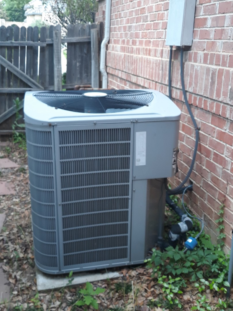 Colleyville, TX - Air conditioner not cooling service call. Performing service on a 2007 carrier unit