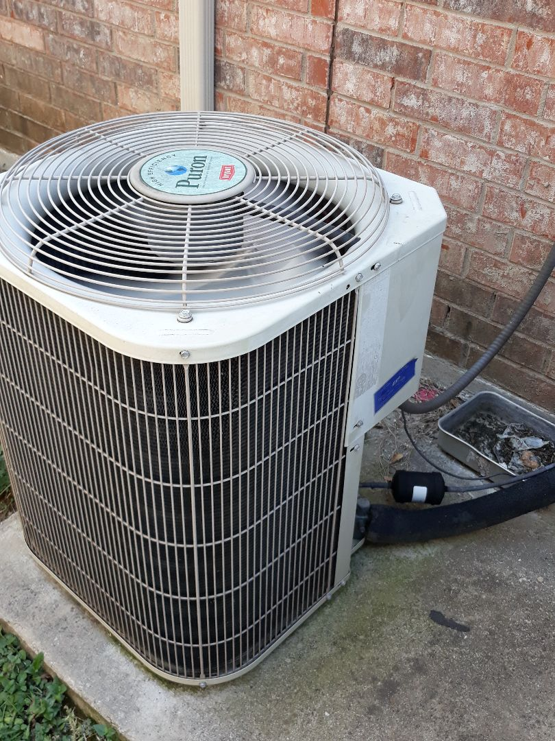 Fort Worth, TX - Air conditioning repair on a Bryant.