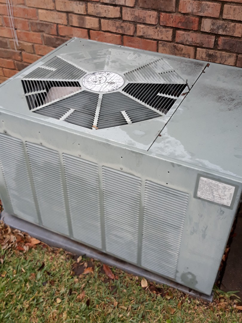 Bedford, TX - Air conditioner tune up on a Rudd.