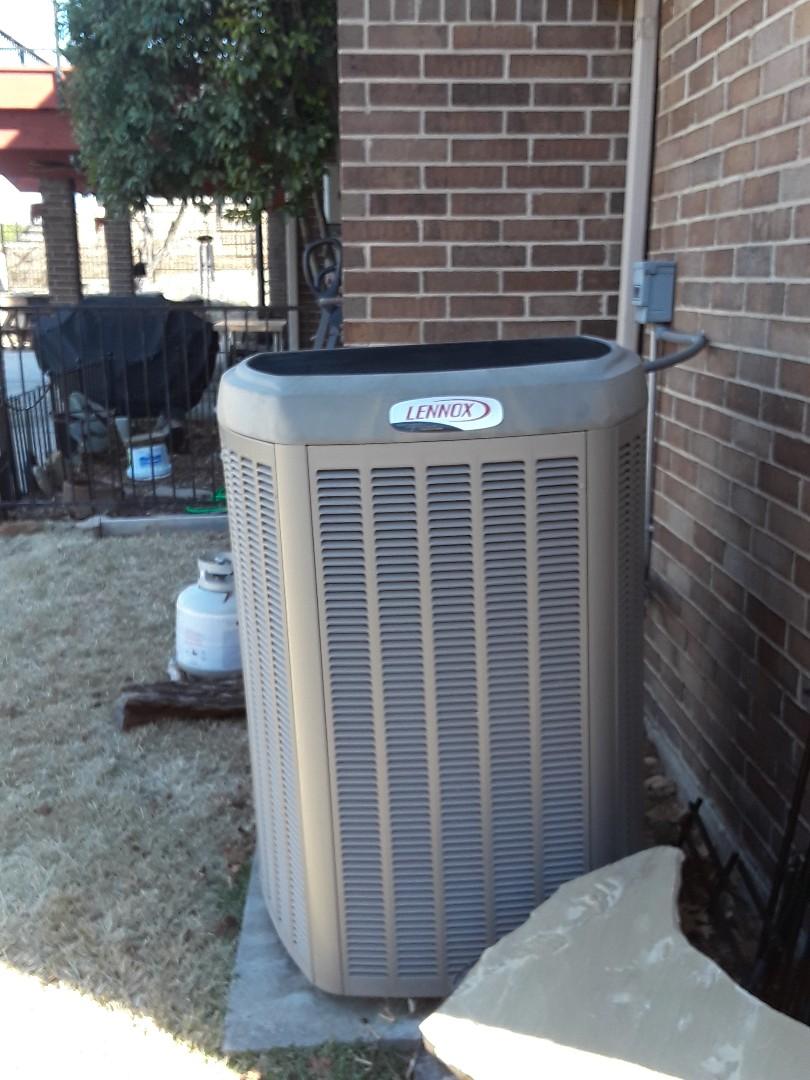 Trophy Club, TX - Heat maintenance Lennox heat pump