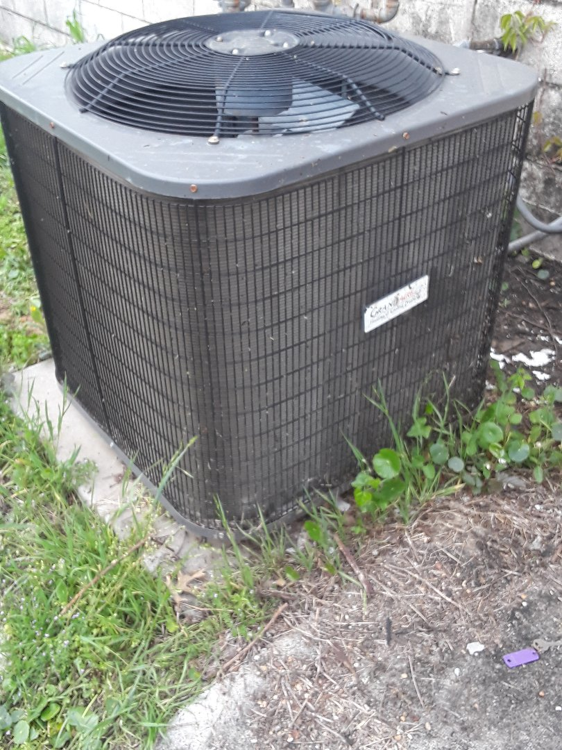 Euless, TX - Checking out the AC for a restaurant with a Grandaire condenser