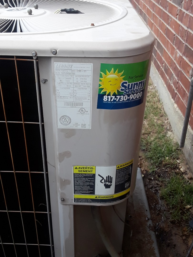 Arlington, TX - Performing 1 system tune up on a Lennox system.