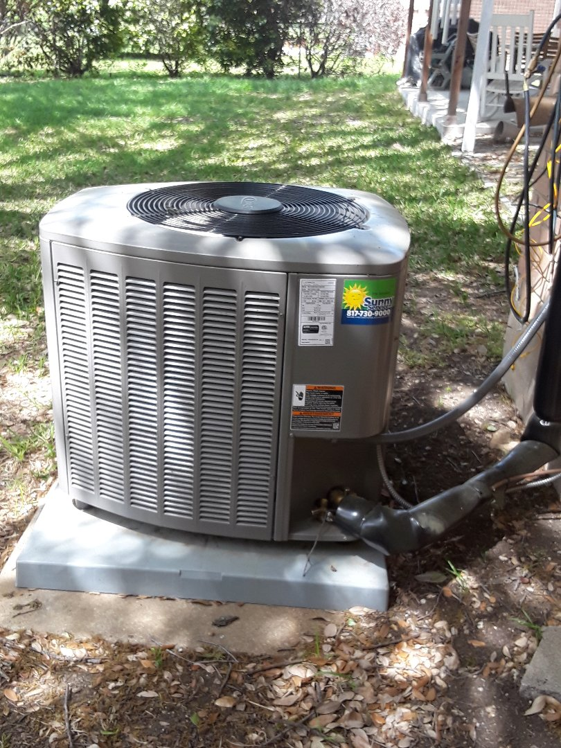Fort Worth, TX - AC maintenance call. Performing tune up on Lennox syatem