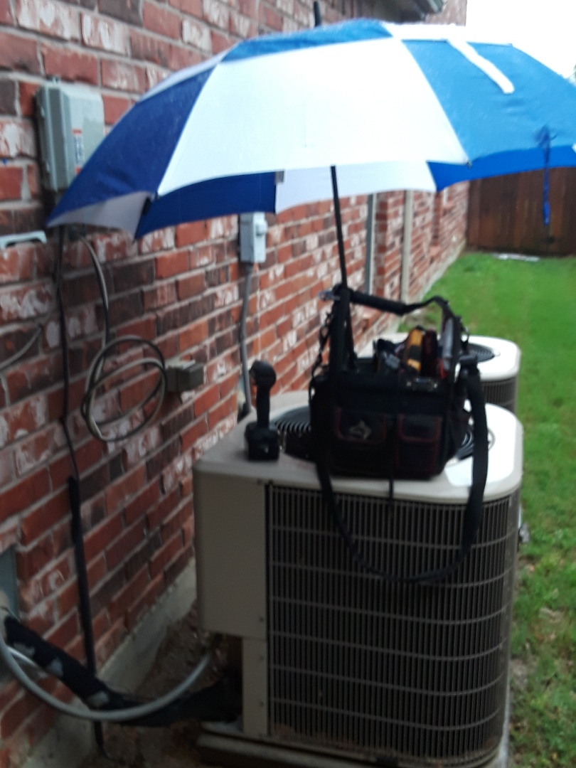 Grand Prairie, TX - Air conditioner repair on an Amana.
