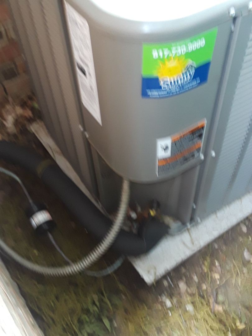 Euless, TX - No A.C. on a Lennox condenser.