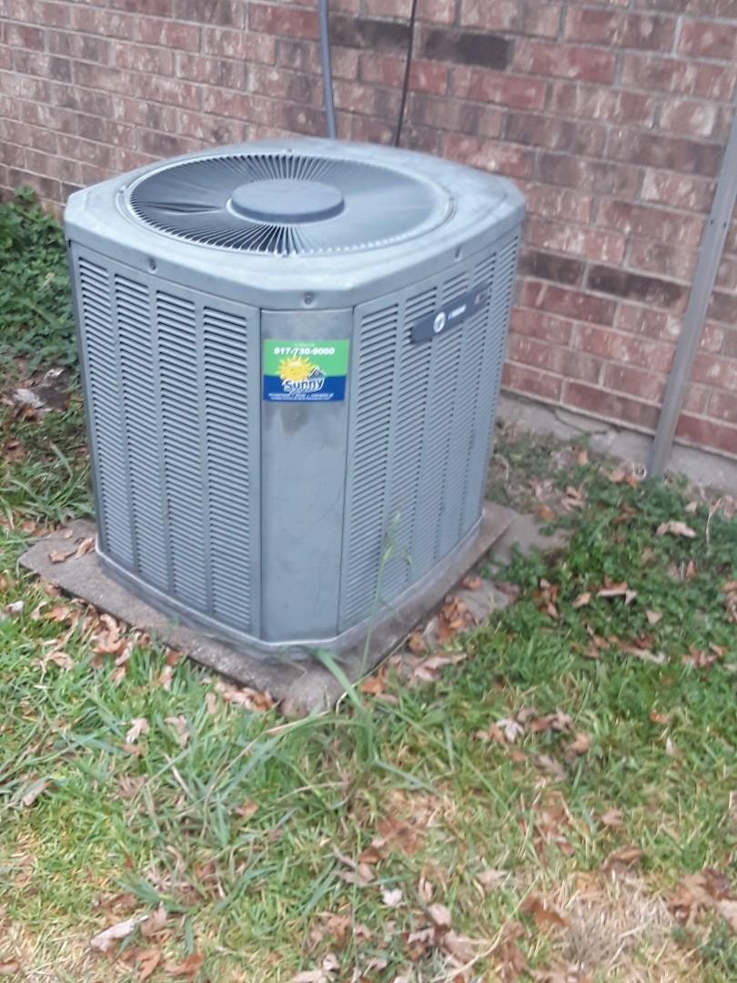Fort Worth, TX - Replacing outdoor fan motor on trane heat pump