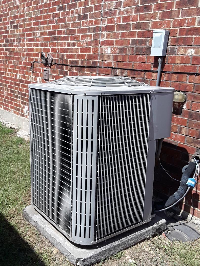 Fort Worth, TX - Ac blowing warm air