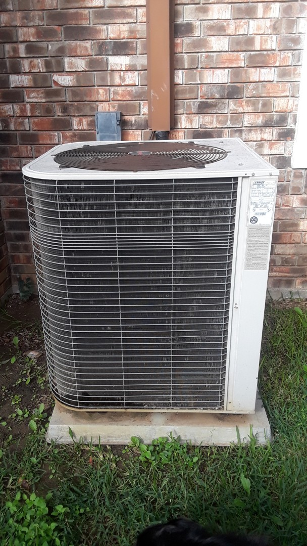 Grapevine, TX - No cool service call for 16 year old Lennox system