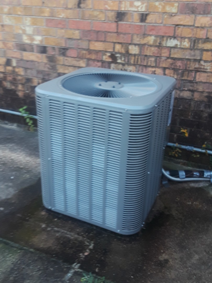 North Richland Hills, TX - No heat service call on a Lennox heat pump system.