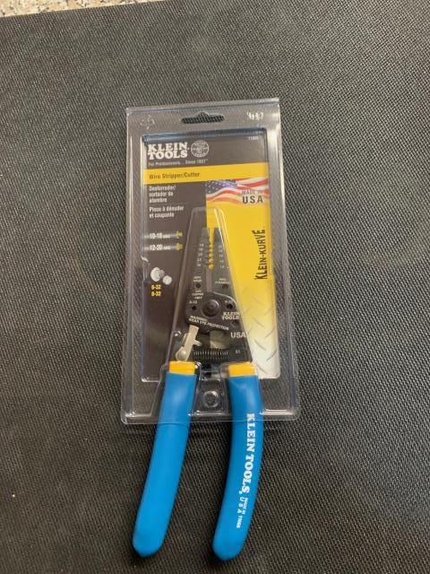 Plymouth, MA - This compact, lightweight wire stripper and cutter cleanly cuts solid and stranded copper wire. Strong-gripping serrated nose for easy bending, shaping, and pulling of wire. Being sent to Plymouth, MA.