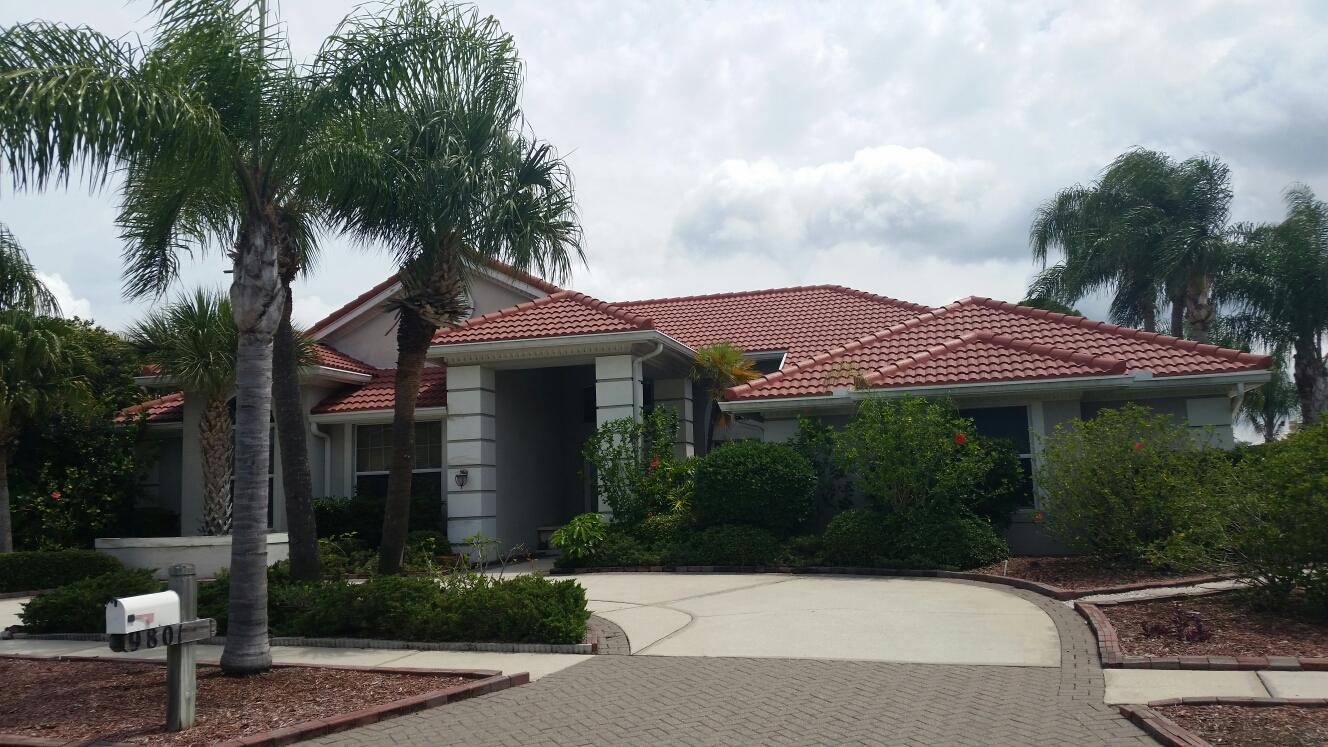 Town 'n' Country, FL - Finished tile roof in bayside community in Tampa