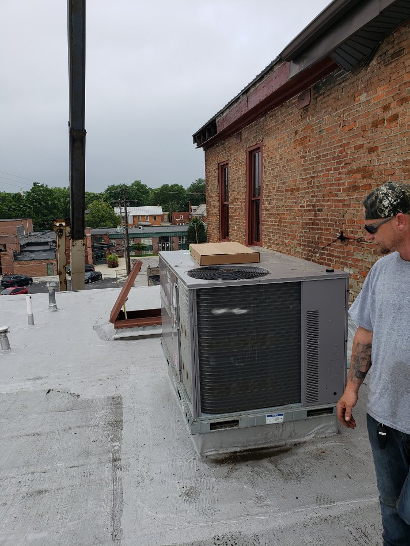 Delaware, OH - Roof top unit installation in Delaware.