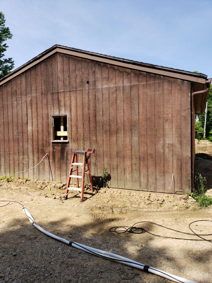 Mitsubishi multi zone unit installation in barn.