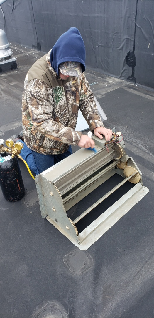 Cleaning an economizer on a Carrier RTU unit