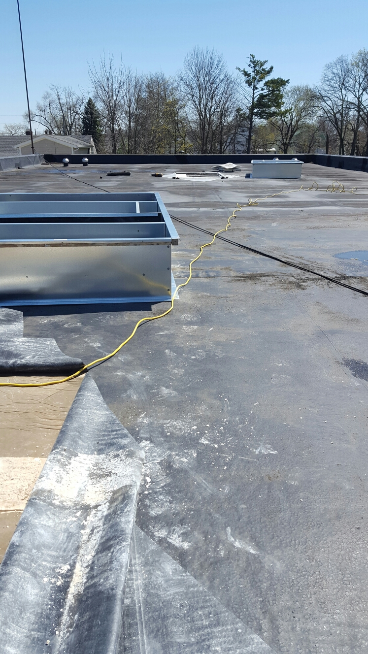 Hilliard, OH - Setting curbs for 2 new rooftoop package units