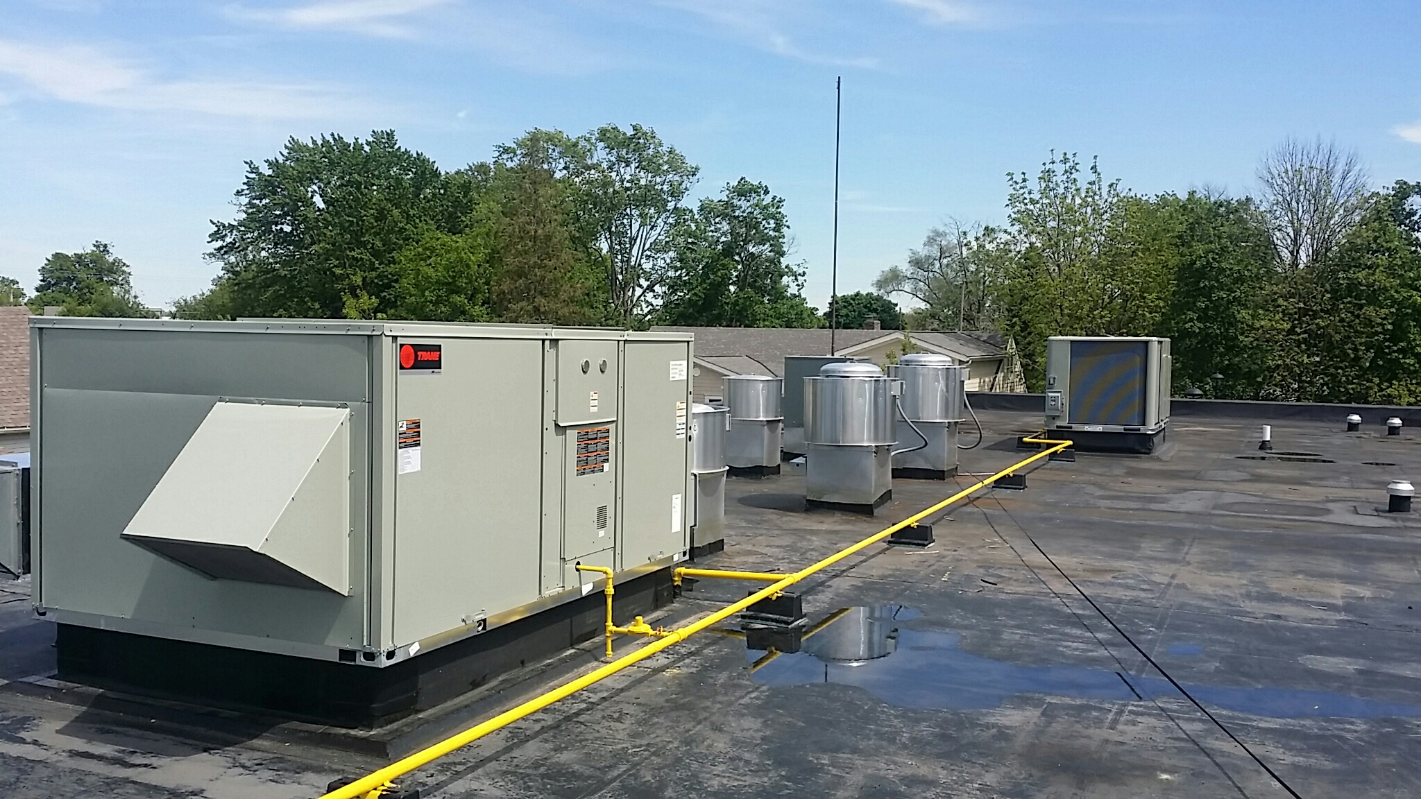 Hilliard, OH - Trane Voyager and Trane precedent rooftop heating cooling package units  Starliner Diner  new construction  Main Street  downtown Hilliard