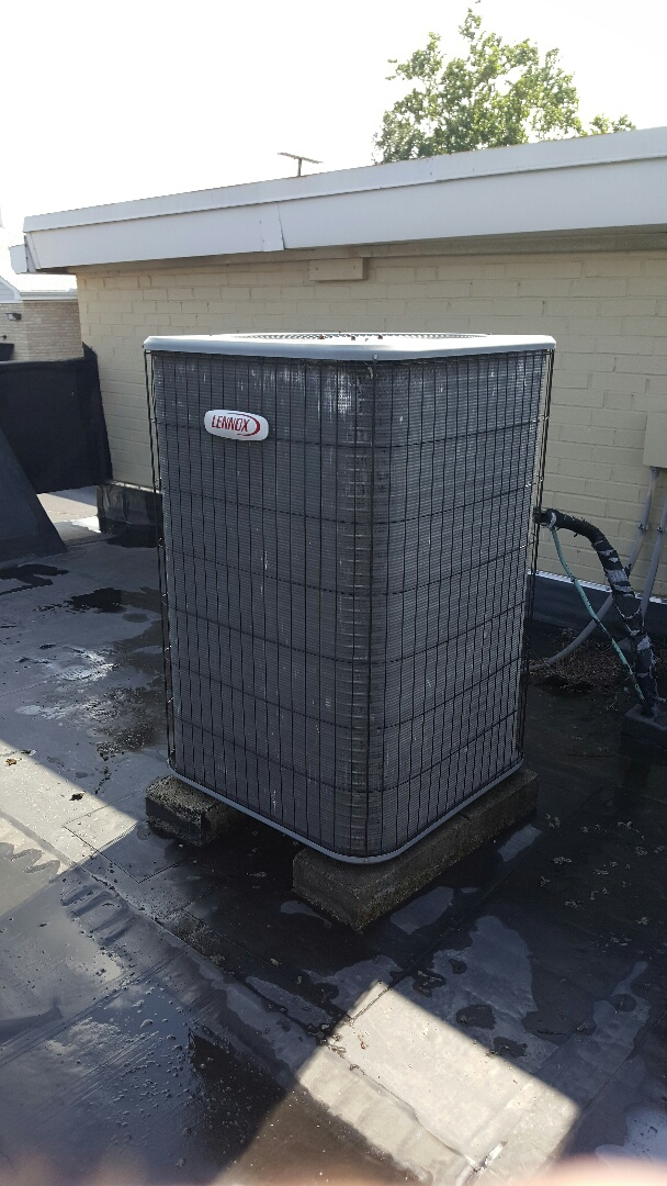 Worthington, OH - Lennox 13acd Commercial Series roof-mounted split system cooling condenser Verizon Wireless cellular sales North High Street Worthington Ohio