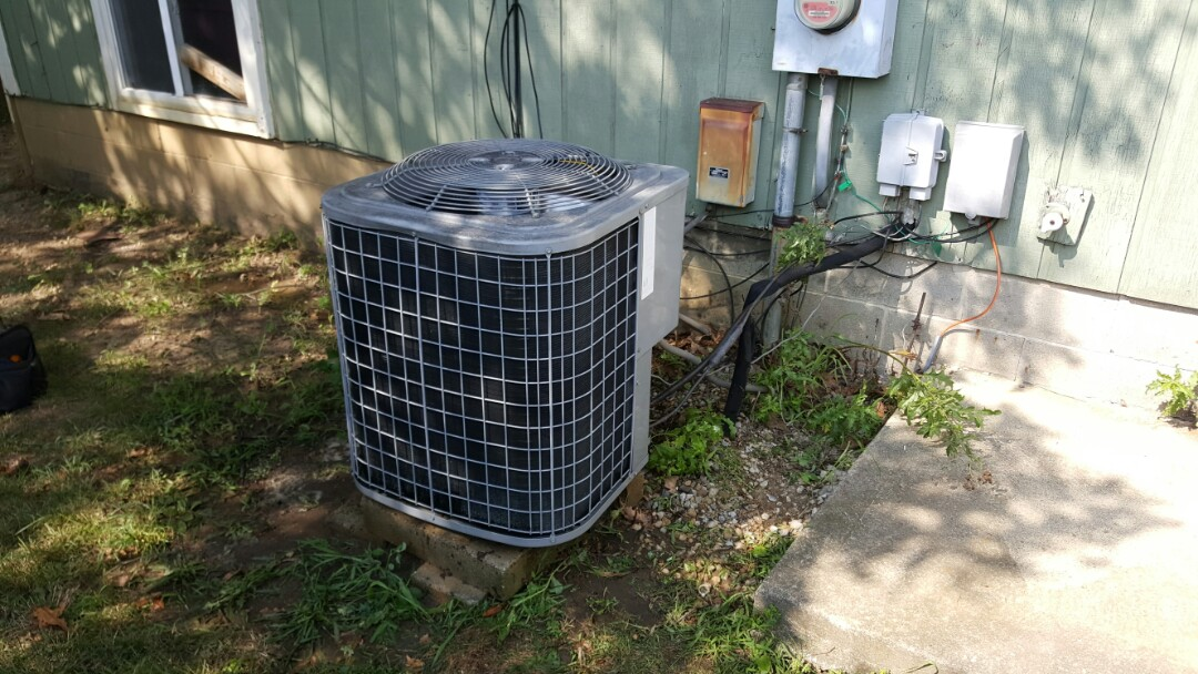 Reynoldsburg, OH - Tempstar Heating and Cooling Electric heat pump Replacement condenser fan motor and fan blade assembly Edwards Investment Group Hubbardton Place Reynoldsburg, OH 43068