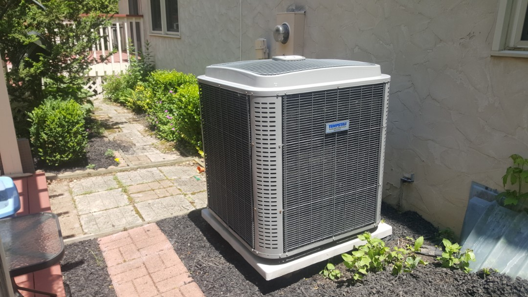 Westerville, OH - Super high efficient Tempstar 17 Seer heat pump recharge and UV dye Leak search Barrington Dr. Westerville, OH 43082
