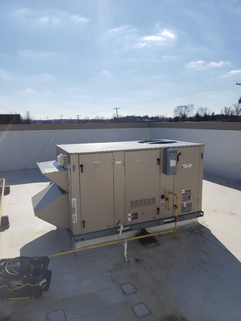 Lewis Center, OH - Working on a Lennox Energence Rooftop unit in Lewis Center