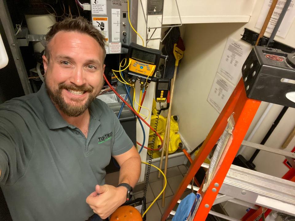 Acworth, GA - Ice machine repair.