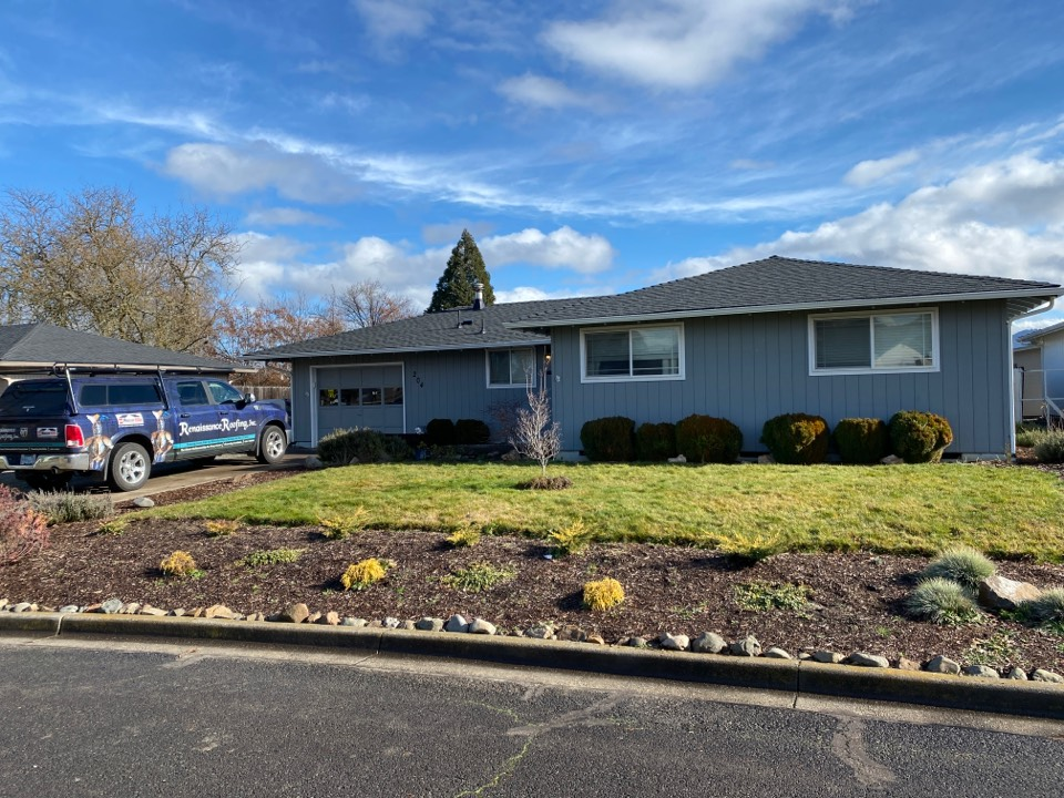 Central Point, OR - Beautiful GAF Charcoal timberline HDZ shingle reroof on this great house!