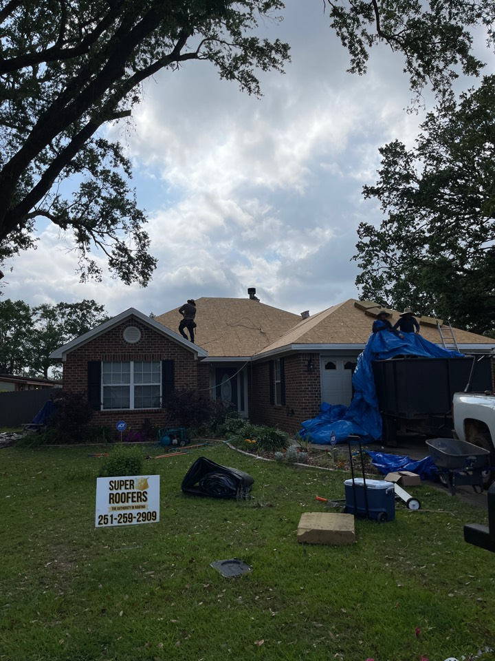 Foley, AL - Just getting started on this beautiful IKO roof in Foley!