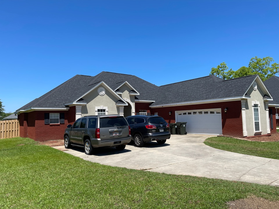 Daphne, AL - Just finished up this beautiful home with duration onyx black shingles!