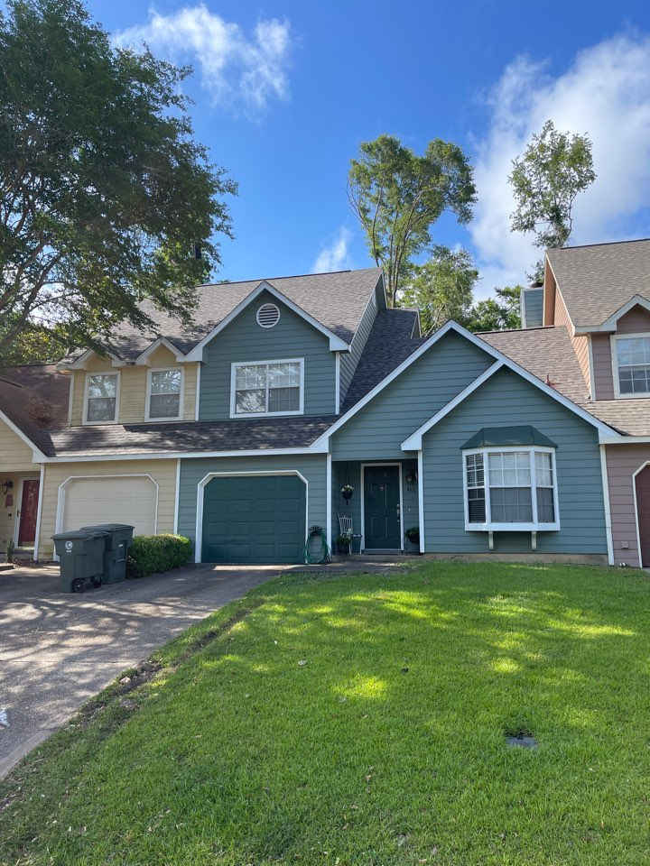 Daphne, AL - Just finished this gorgeous roof replacement in Daphne, AL. Homeowner loves her new IKO Dynasty Driftshake shingles.