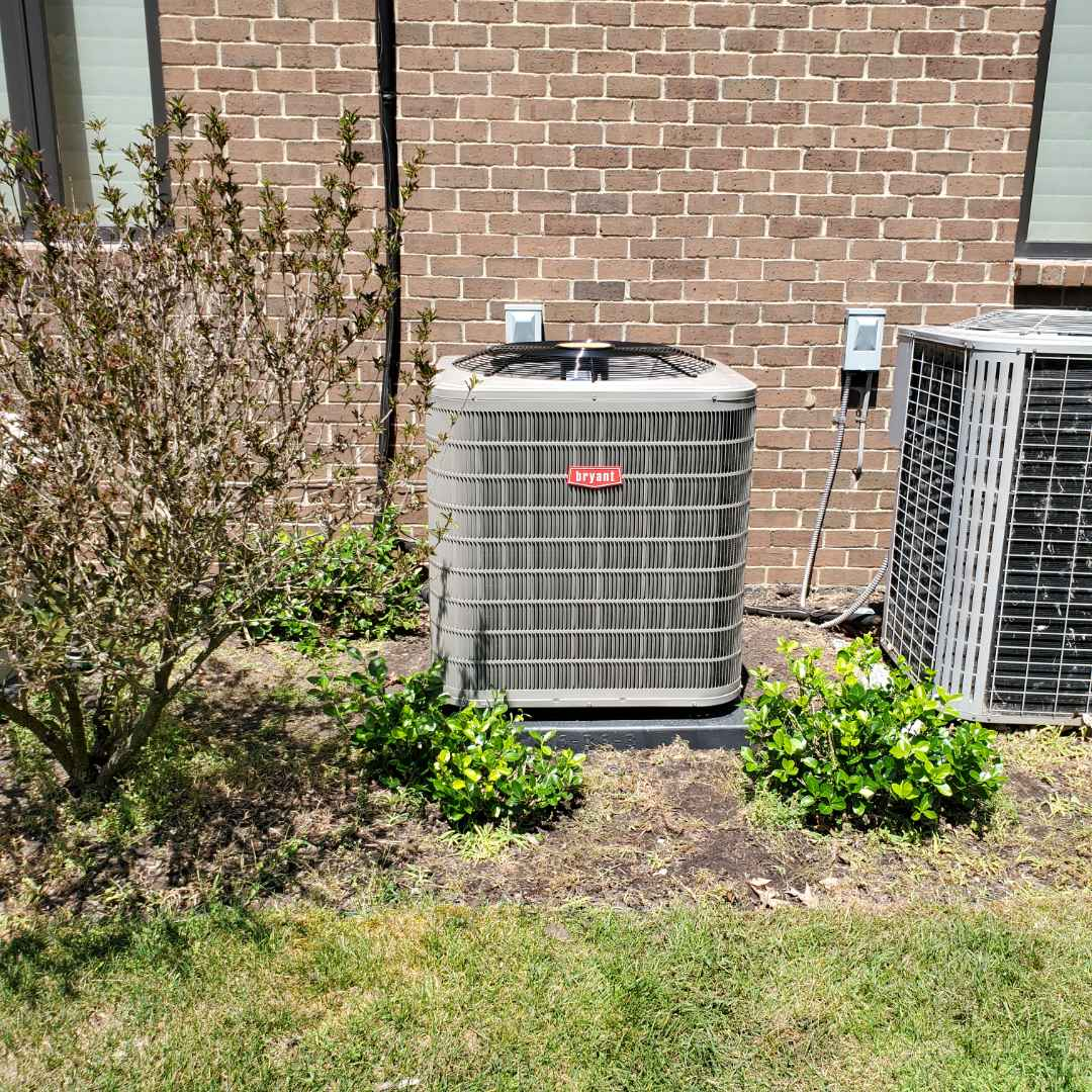 Bloomfield Hills, MI - Install day Bryant air conditioner