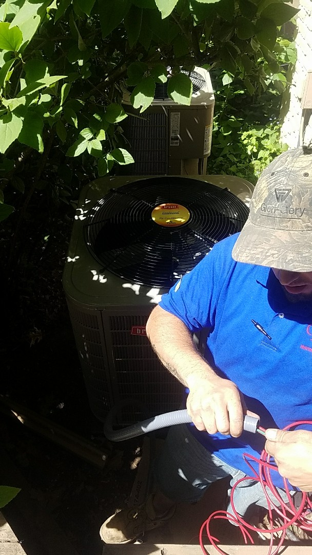 Bloomfield Hills, MI - Finishing up an A/C replacement