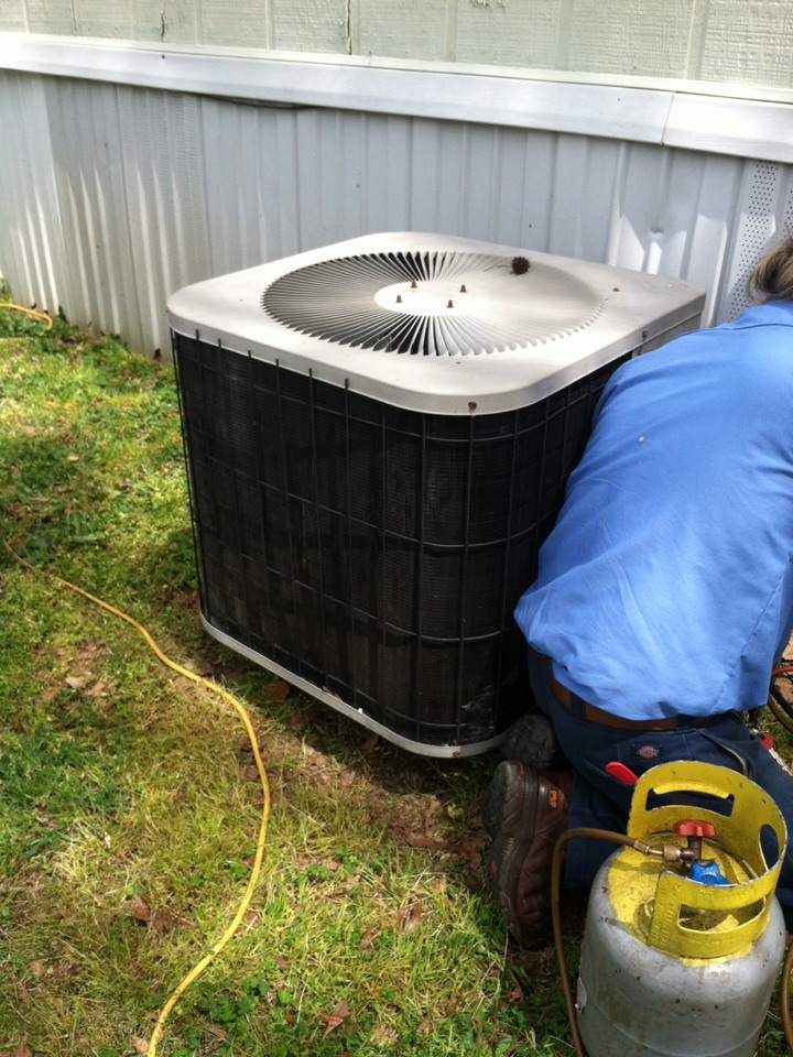 Taylors, SC - Replacing condenser unit for property management company
